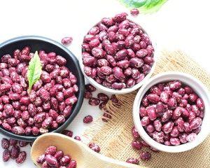 rosa Pfefferbeeren zur Gewinnung von Pfefferbeeren rosa bio (ätherisches Öl)