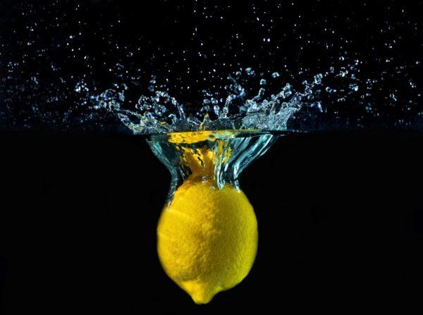 Zitrone in Hydrolat_lemon zur Herstellung von Airspray Zitrone bio (Raumspray)